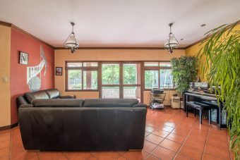 beautiful property surrounded by forest Santa Ana