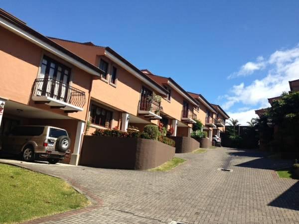 Nice house for rent in condo  (Escazu Guachipelin)