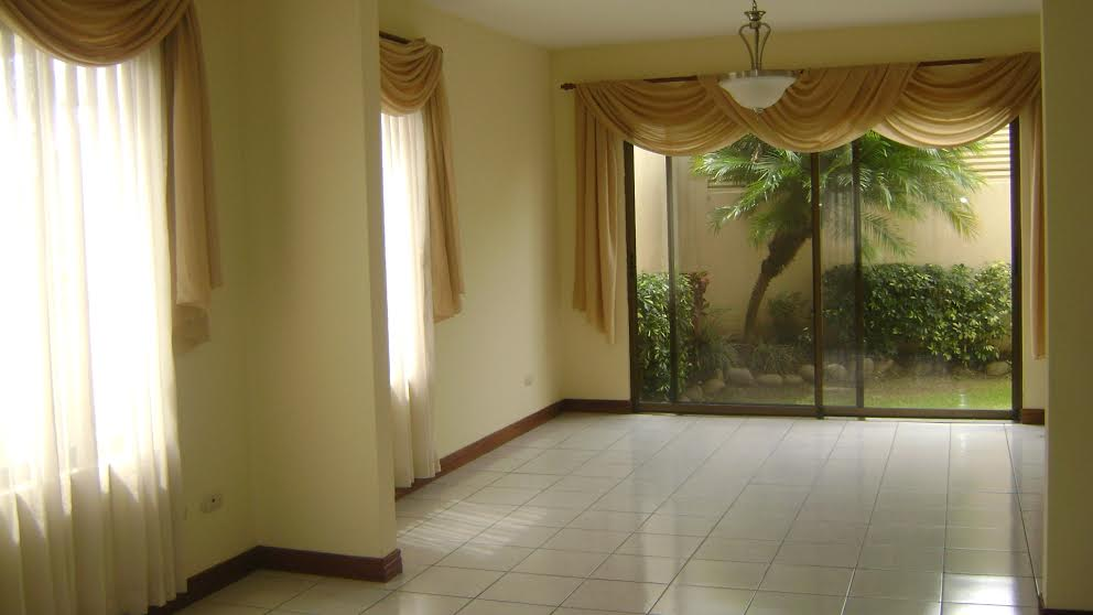 Independent house for sell in condominium, residential with security