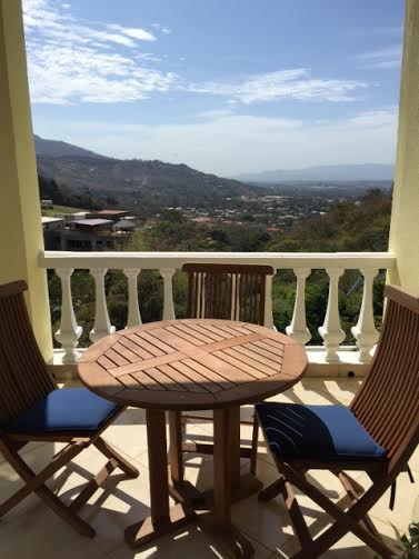 Furnished penthouse, views, pool, small condominium