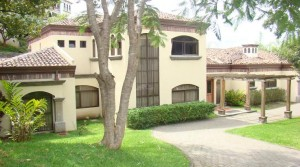Beautiful spacious home with private pool and garden in Luxury residential