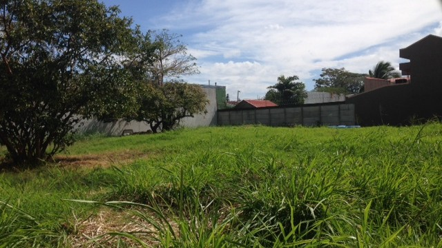 Flat lot in Excellent location Residential/Commercial – Investors