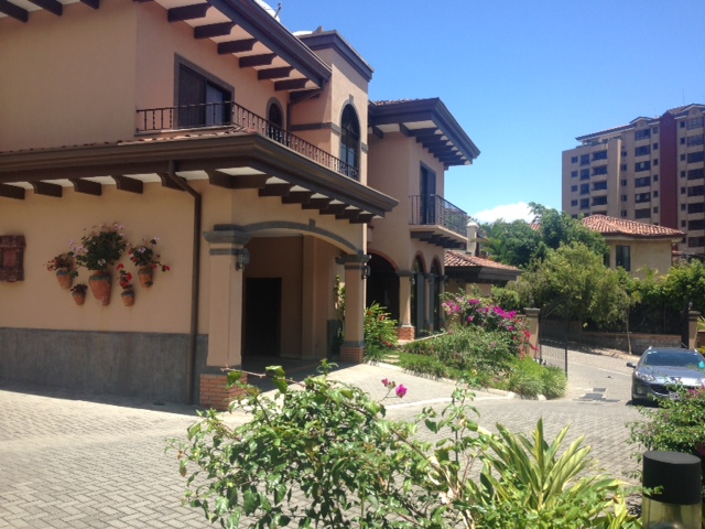 Furnished home in condominium with pool, near Paco