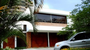 Beautiful independent home with views and swimming pool, parking for 8 cars
