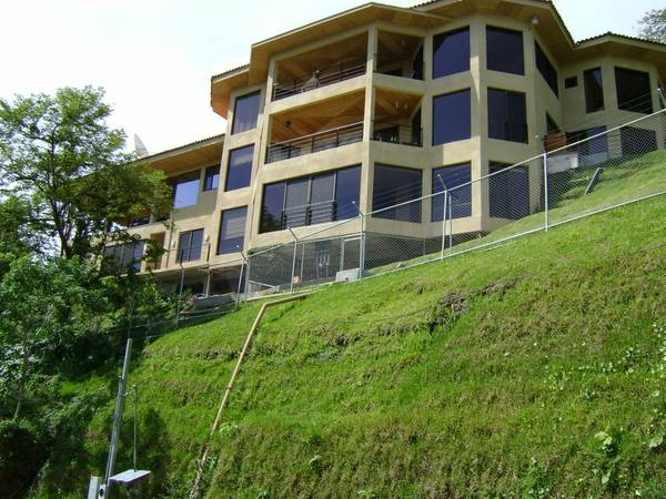 Three story villa perfect for B&B or doctor's offices or for the big family. Amazing views