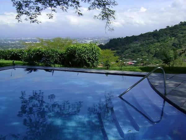 Luxury villa with stunning views in Santa Ana mountains