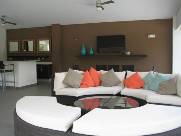 Furnished, new modern, central location