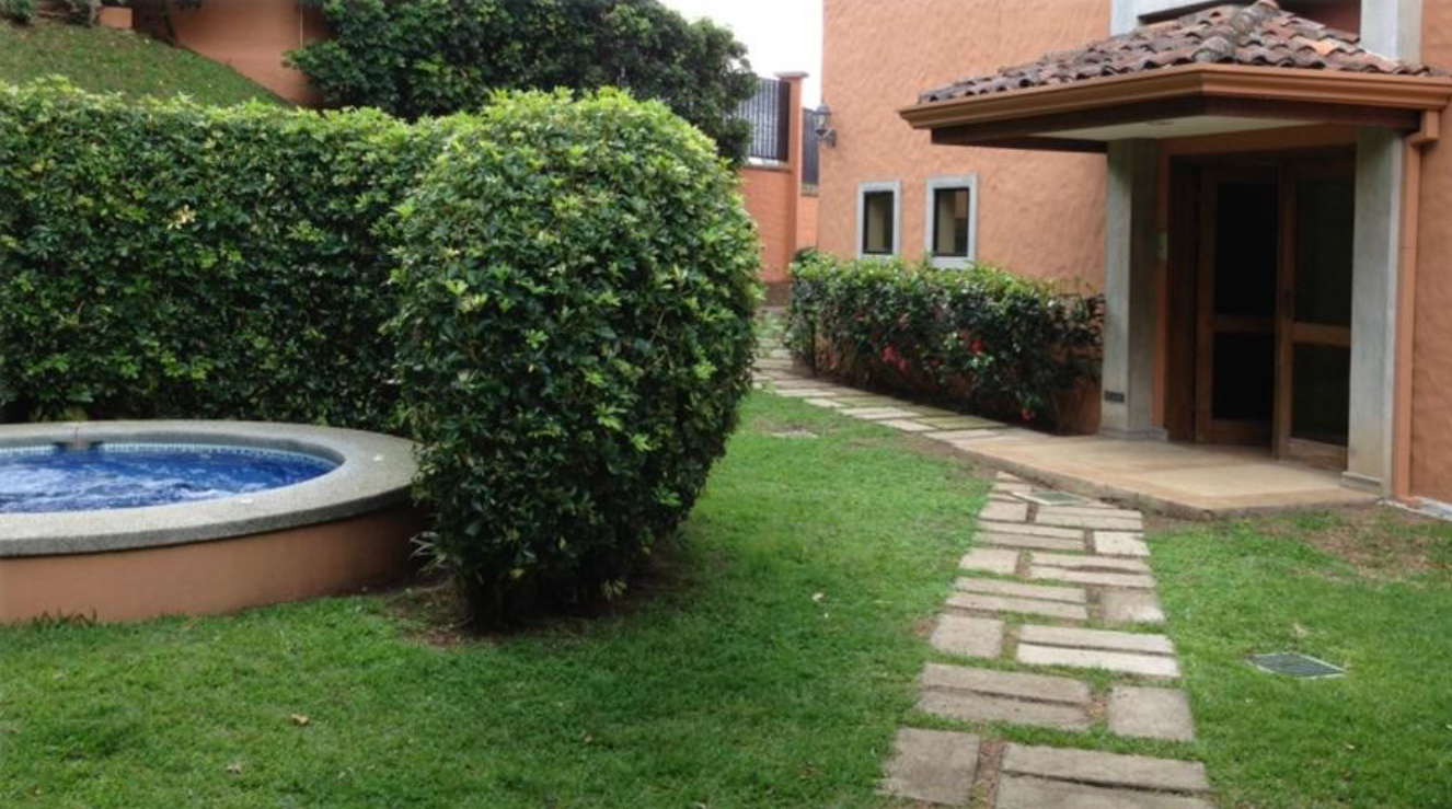 $1500 3 bed UNFURNISHED APARTMENT with appliances, in San Rafael de Escazú