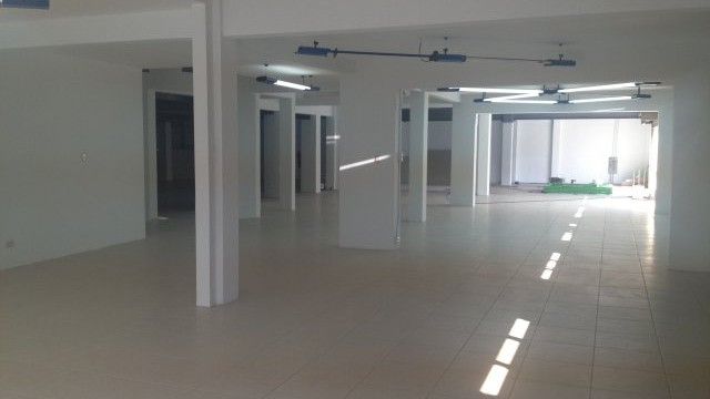 Commercial local 850 m2  on the main street in Escazu
