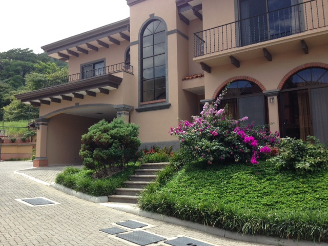 $3,000 3 bedroomsTwo story Home in condominium with small pool, Escazu Jaboncillo