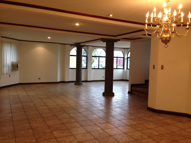 HOME with office, maid's room, LARGE LIVING space, Large kitchen, Escazu Guachipelin
