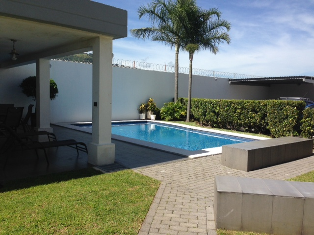 $1000 / 2br – 1200ft² – Unfurnished apartment with POOL, MINUTE TO AVENIDA ESCAZU (Escazu Trejos)