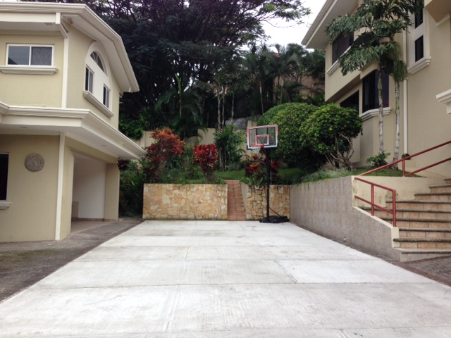 Home with office, maid's room, green patio in  Escazu Guachipelin