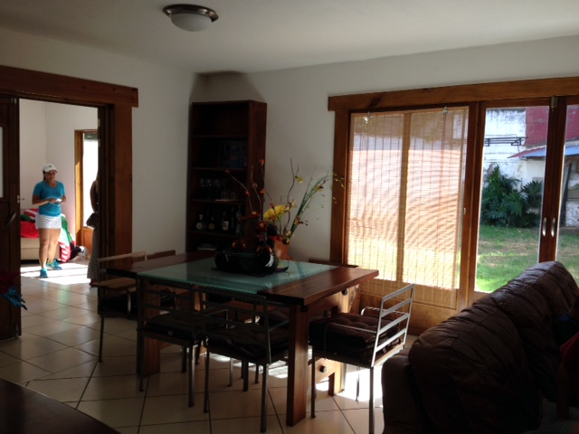 Independent home with garden in residential Los Laureles