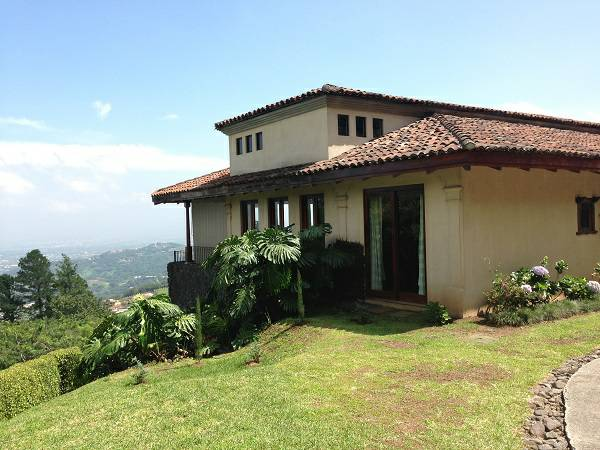 Luxury spacious home with gardens, 24/7 security, views
