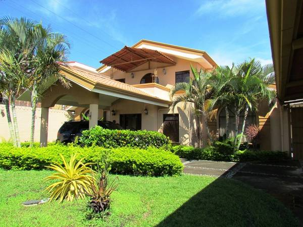 Large very interesting house, great for boutique hotel or bed and breakfast.