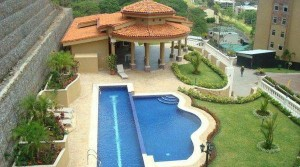 Furnished apartment with pool, balcony, views in Valle Arriba