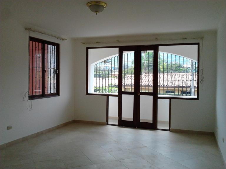 Very nice house with Interior patio in Escazu