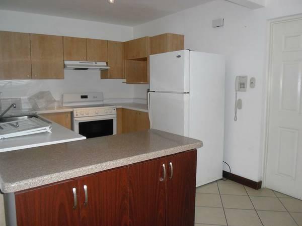 Furnished apartment in great location near Avenida Escazu
