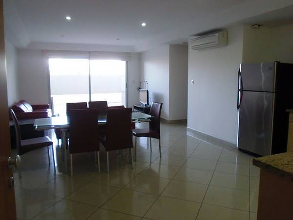 Modern, furnished apartment, walk to Avenida Escazu