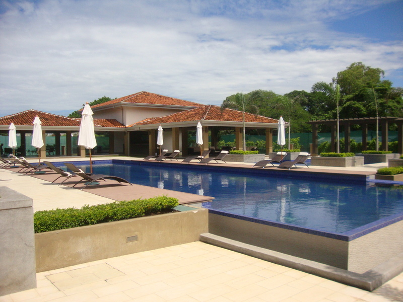 New modern apartment in gated residential with tennis, pool in Montesol