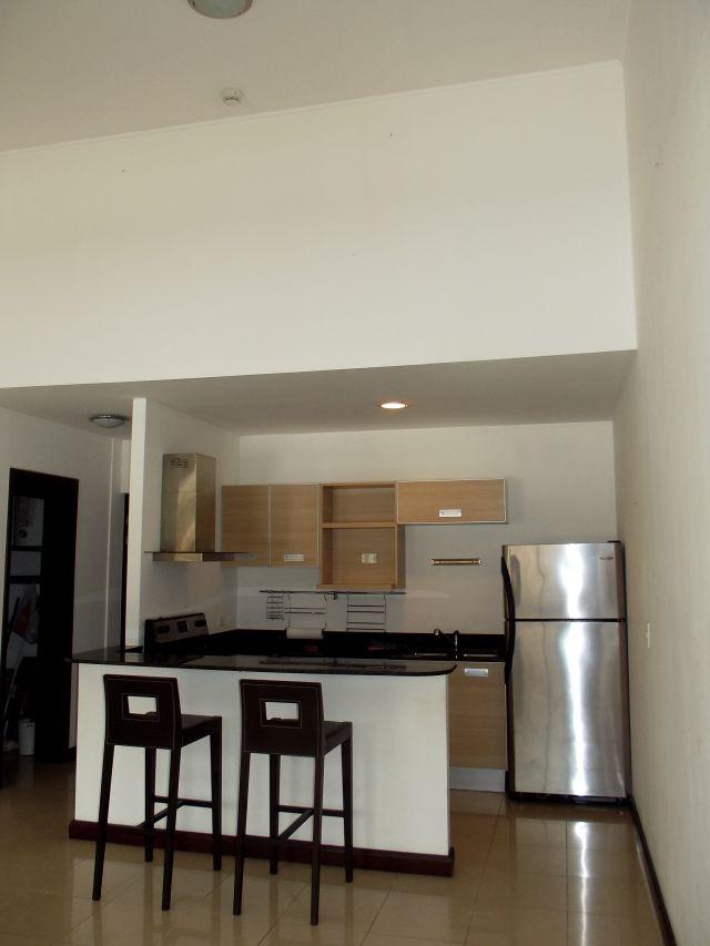 Large apartment in condominium with amenities