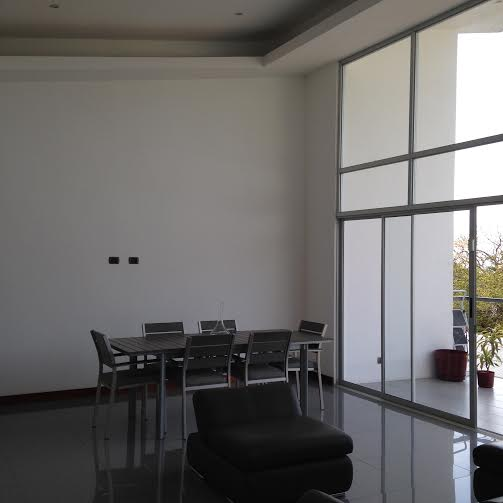 2 bed/2 bath contemporary apartment with views