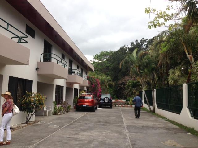 Townhouse in condominium with pool, walk to Starbucks