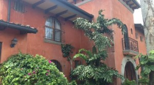 Beautiful tuscany style, independent home with garden in most desire location