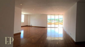 Spacious apartment with views, large terrace, gym, pool near Paco