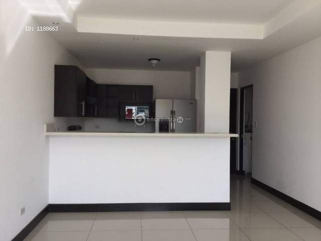 Unfurnished apartment with appliances in Montesol