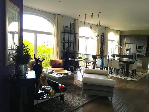 Luxury, sophisticated loft style apartment in great location