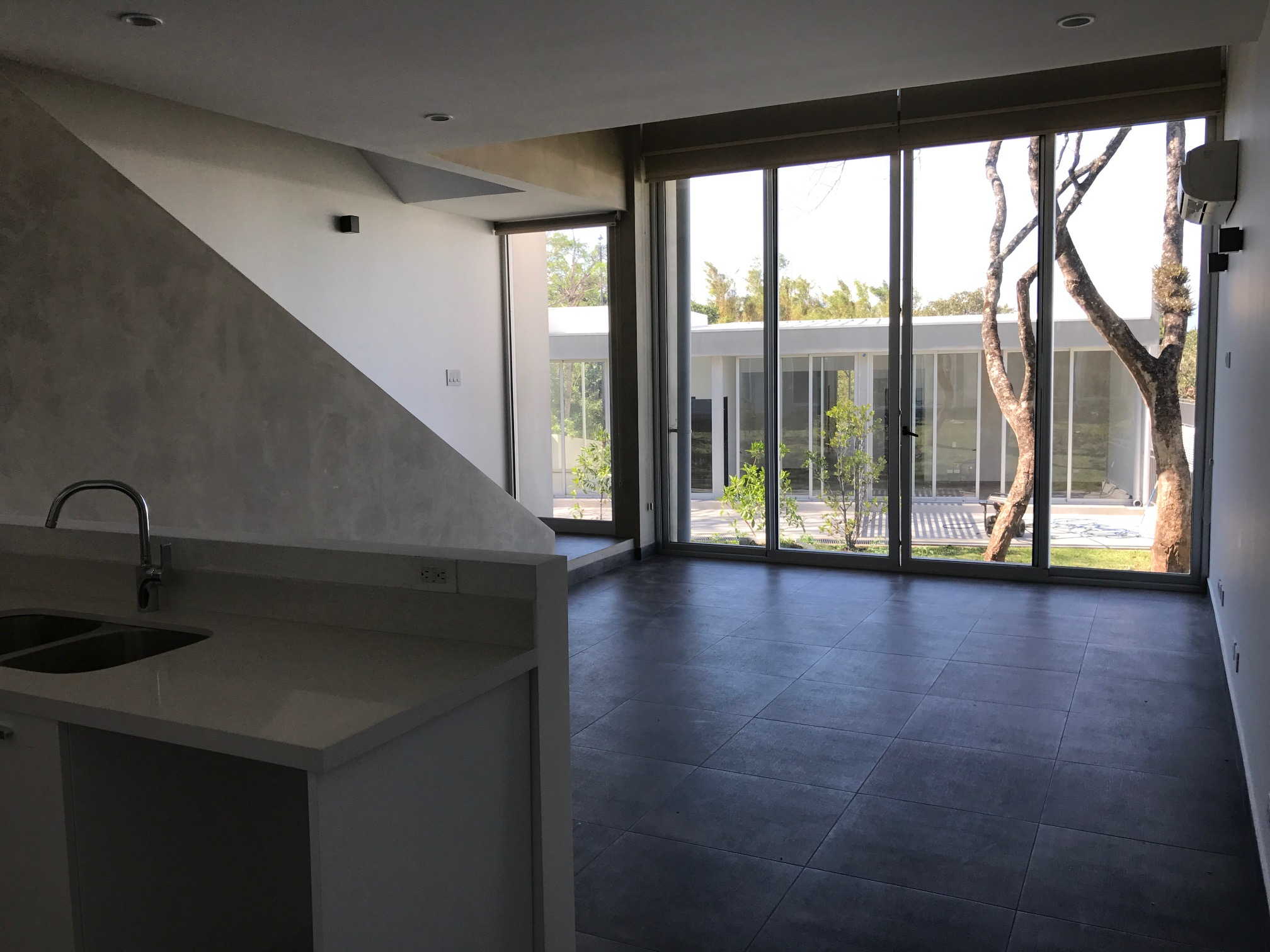 Modern NEW two story apartment few minutes from Multiplaza