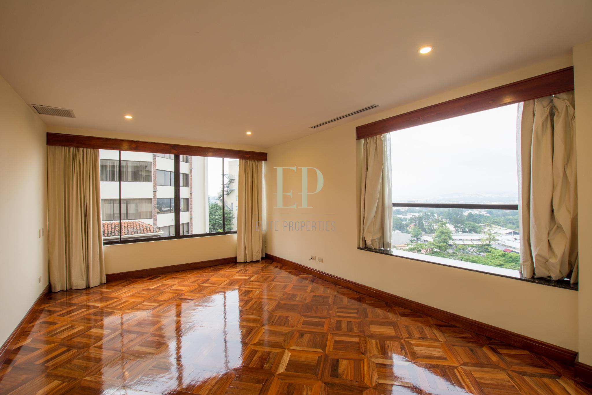 Spacious apartment on the 4th floor in Escazu