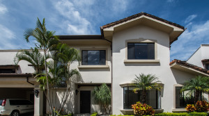 Beautiful house in condominium in Jaboncillo