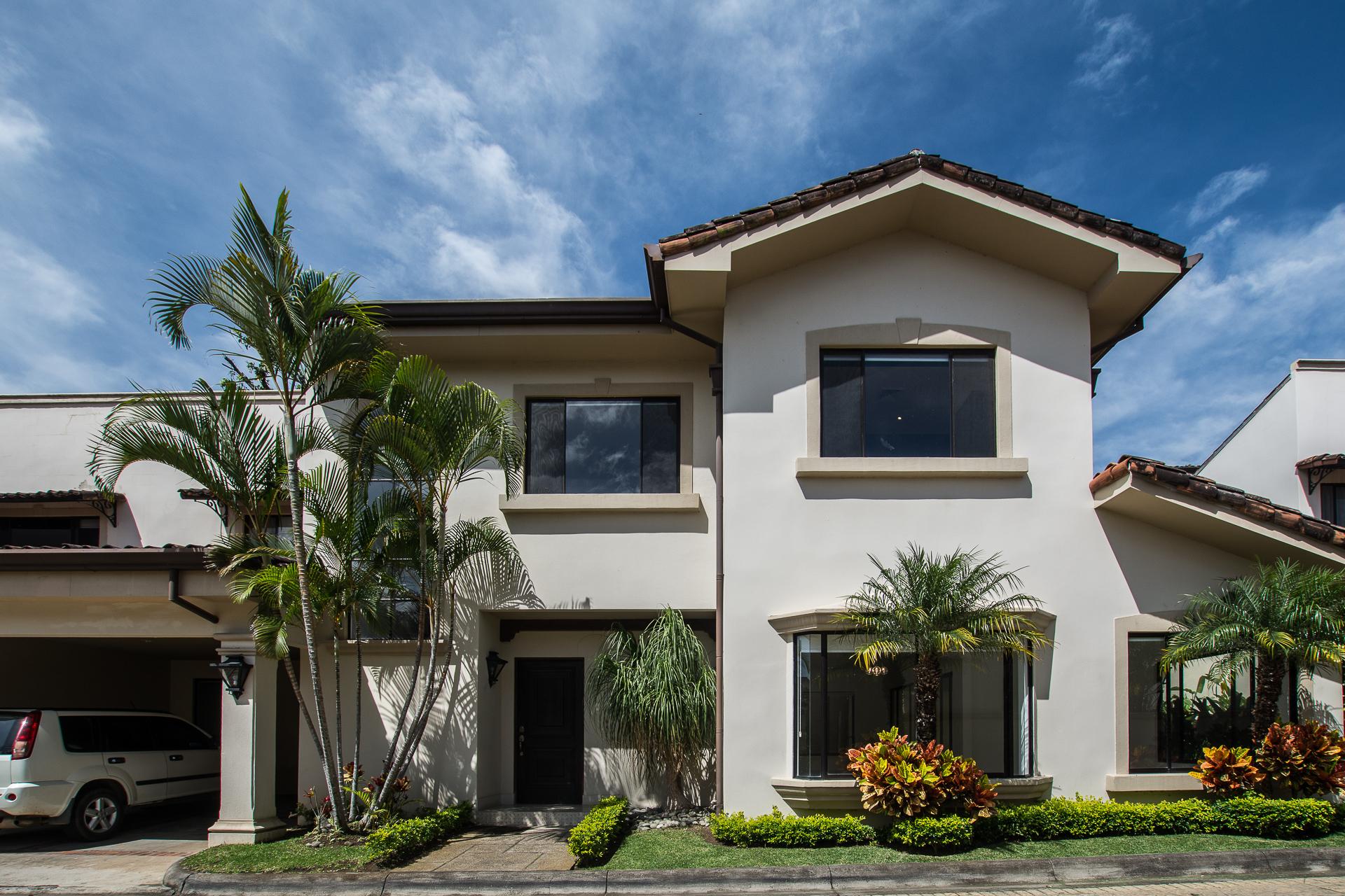 Beautiful house in condominium in Jaboncillo