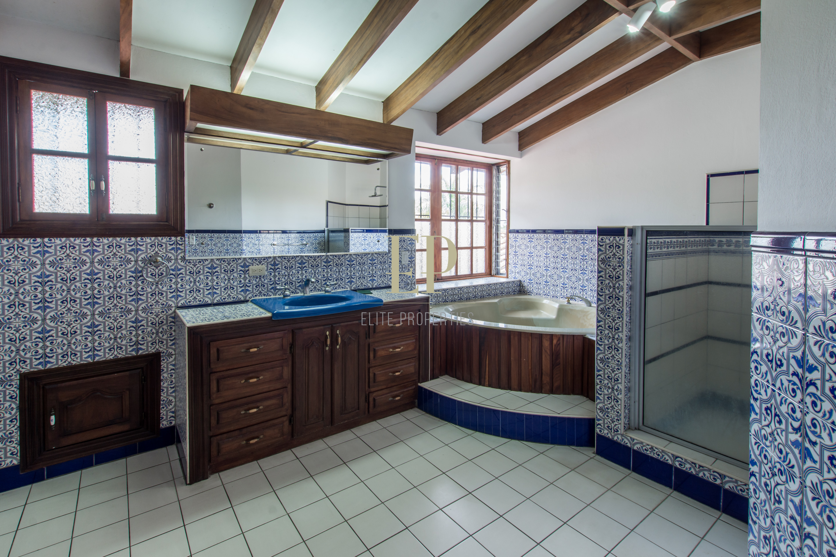 Home in residential, excellent location