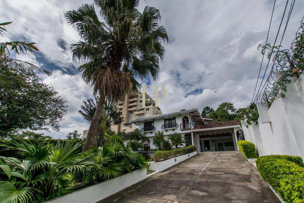 Beautiful home in residential, excellent location, La Paco