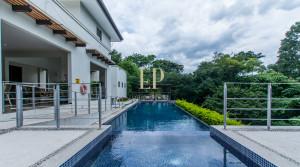 Contemporary home in Cuidad Colon