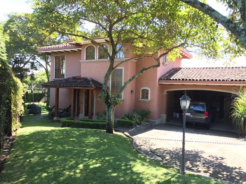 Beautiful colonial style home in condominium, Jaboncillo