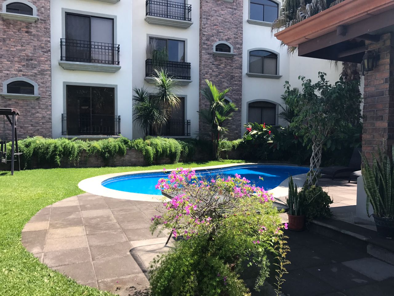 Remodeled 2 bd, 2 bath apartement by Avenida Escazu