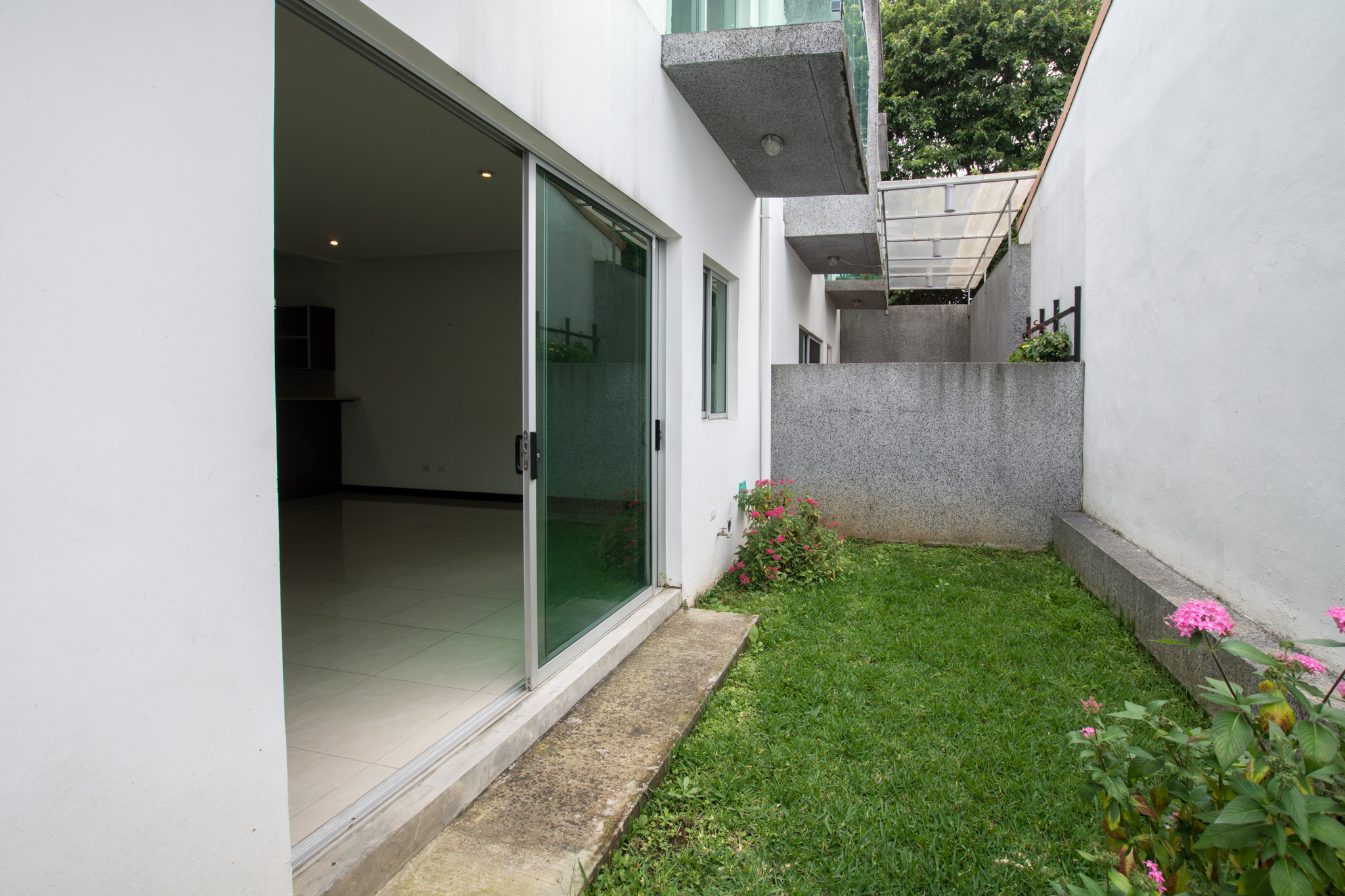 Modern condo for sale walking distance to Avenida Escazu