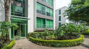 Apartment in modern condominium walk to City Place