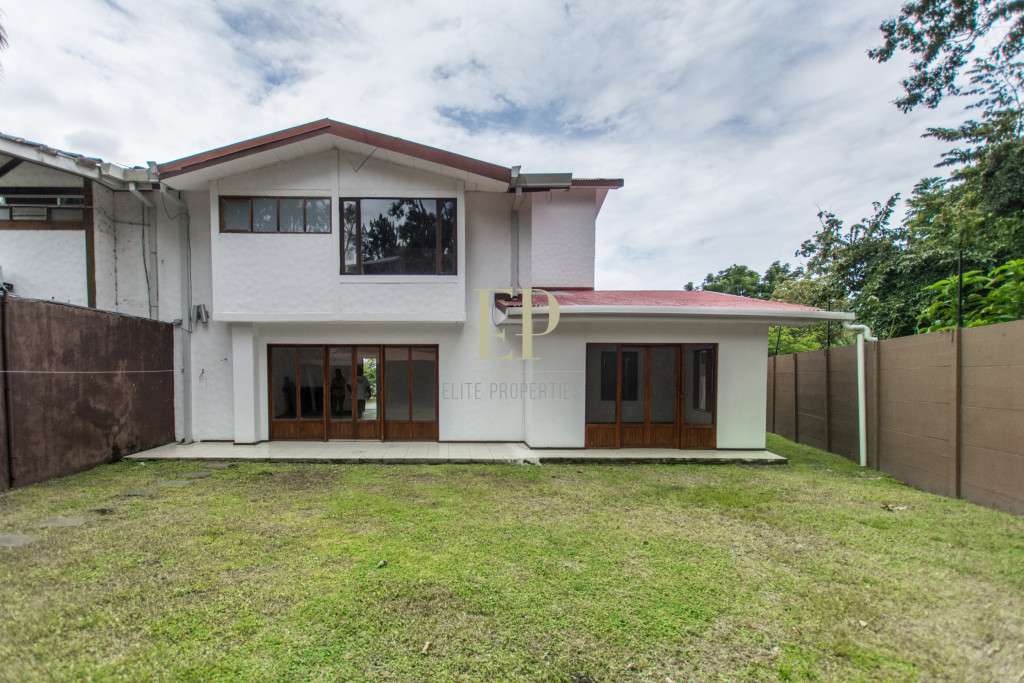 Independent home in prestigious residential Los Laureles