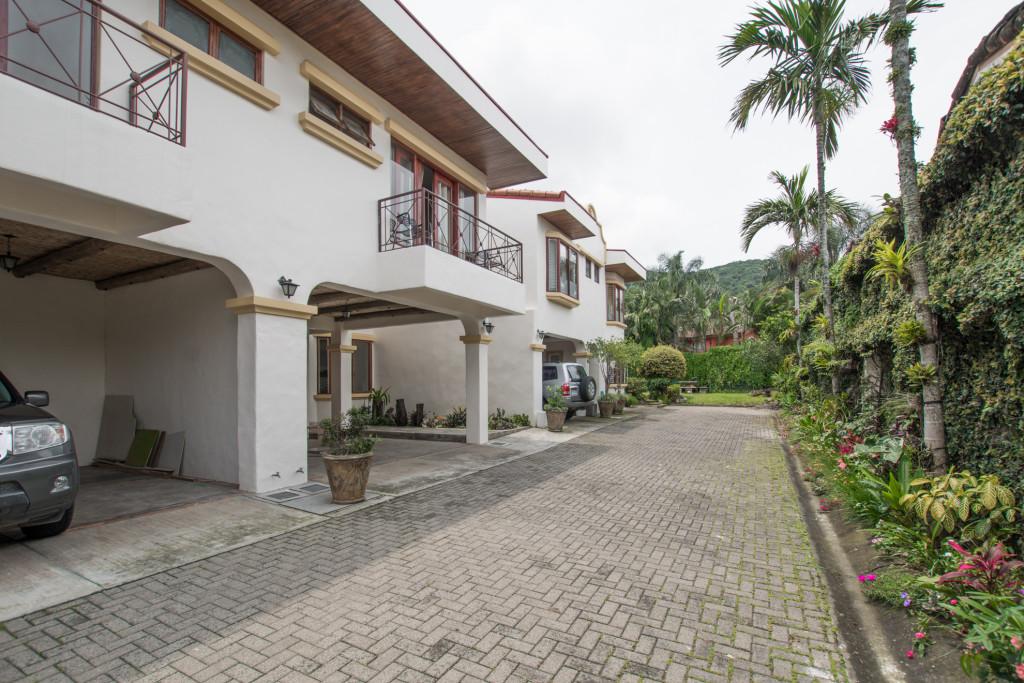 Beautiful remodeled home in condominium in Jaboncillo