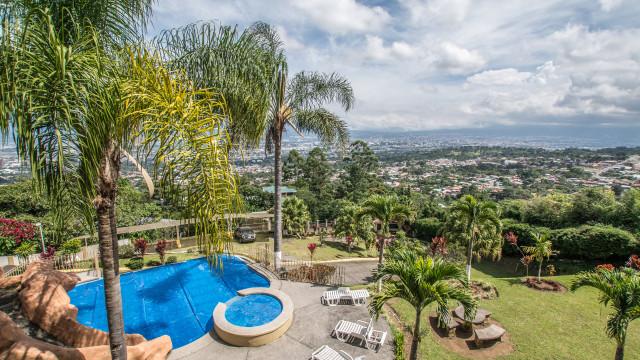 Beautiful apartment,pool,jacuzzi, spectacular views