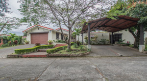 For rent and for sale one level home Escazu Los Laureles