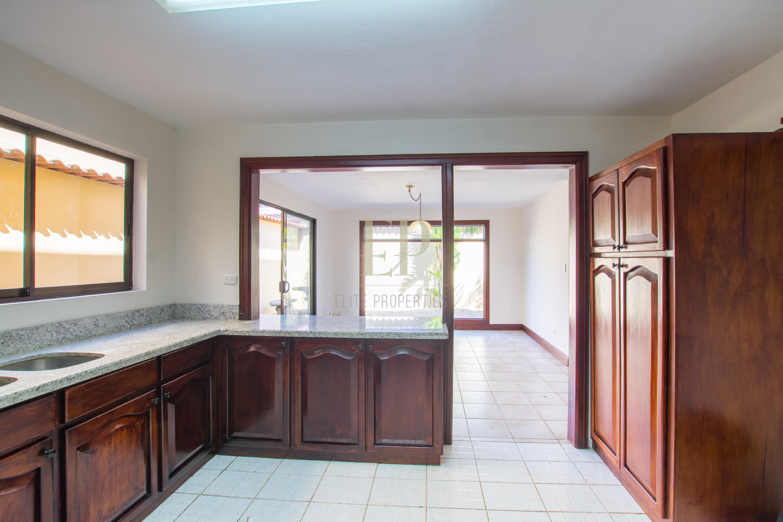 Remodeled home in condominium near Distrito 4