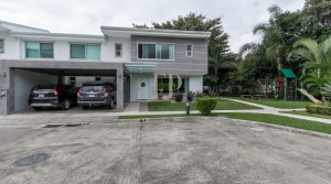 Modern house in condominium with swimming pool, security in Rio Oro