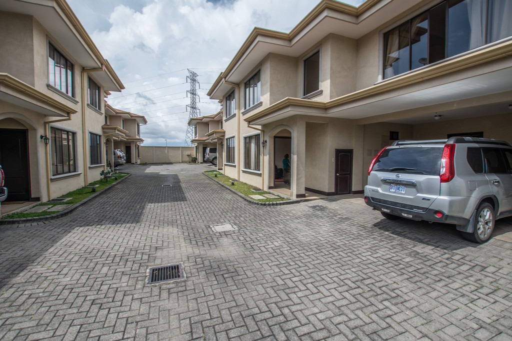 Two story home in small condominium in Guachipelin